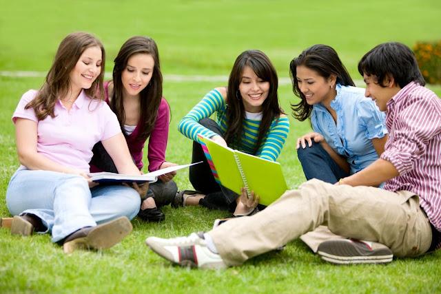 Cùng học tiếng Anh giao tiếp với nhóm bạn bè