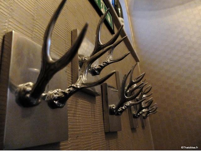 Sculpture bois de cerf trphée argent métal, Mews Bar Restaurant Londres