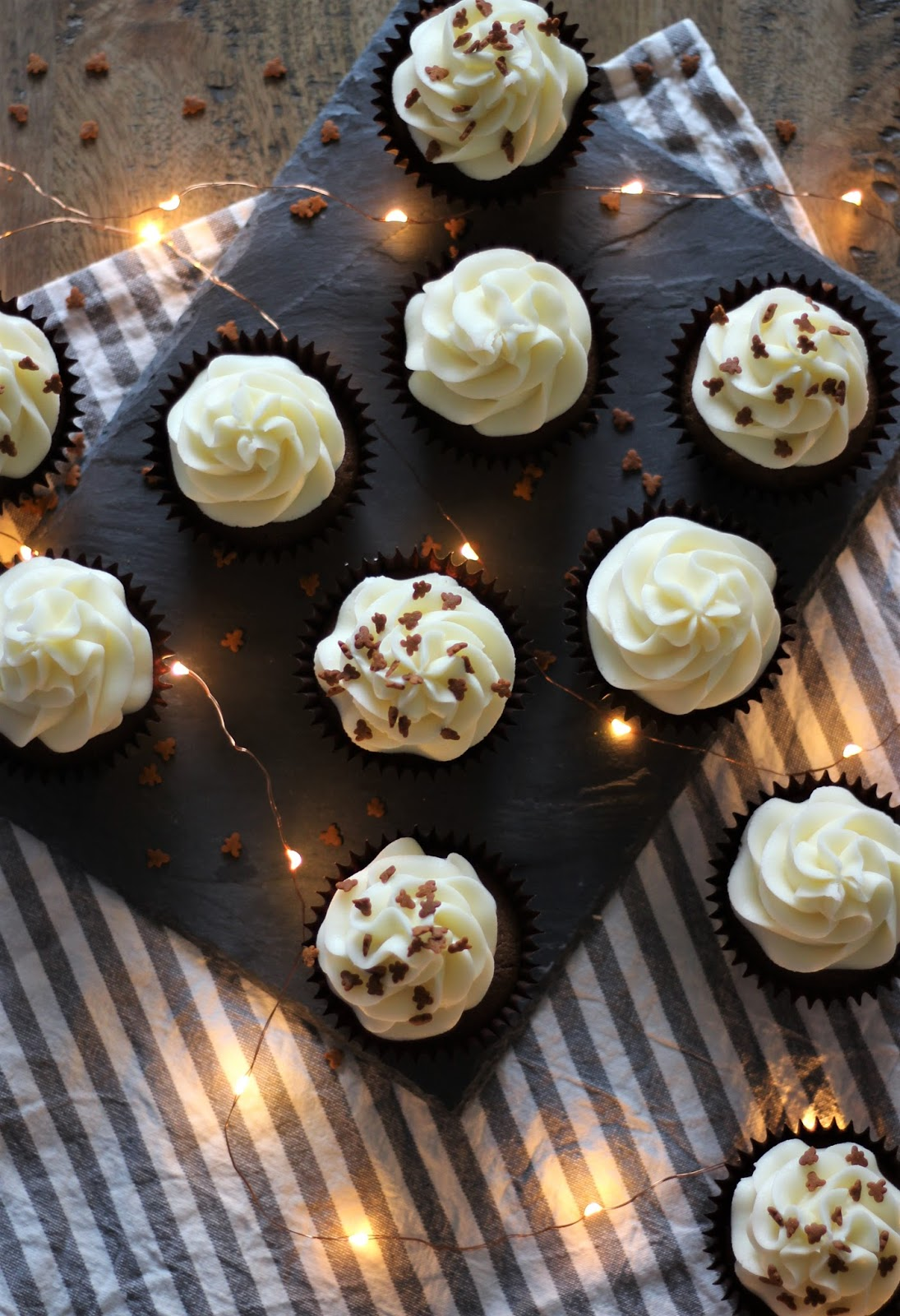 gingerbread-cupcakes-with-cream-cheese-icing