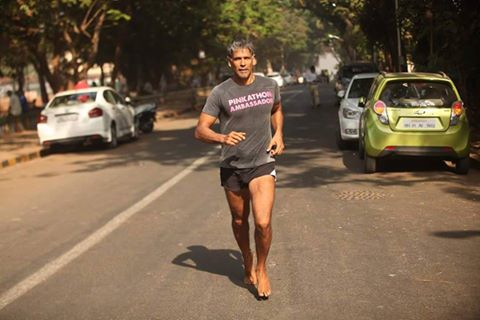 The marathon effort is part of The Great India Run 2016, which is mobilising runners to cover the distance between Delhi and Mumbai between 17th July and 6th August 2016.  The runners are covering the Delhi, Ghaziabad, Gurgaon, Jaipur, Ahmedabad, Silvassa and Mumbai route.  Milind Suman left Ahmedabad on July 26 and has been averaging a distance of 65 km a day. Though he prefers to run barefoot, heat seems to have forced Milind Suman to put on a pair of slip-ons on Friday.