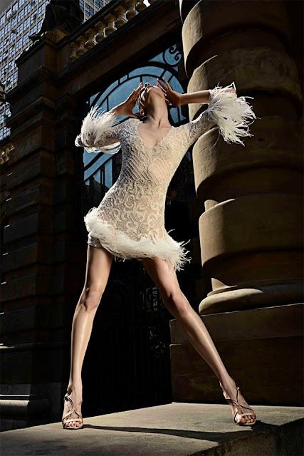 Vestido de plumas da Angel, em verdades secretas, do estilista Marcelo Quadros