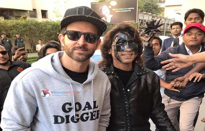 Hrithik Roshan with Fans