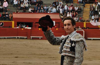 novillero Mexicano Arturo Gilio debut con picadores vuelta al ruedo en Lima, toros, toreros, corrida, novillada, bulls, bullfighting, tauromaquia, peru, rimac