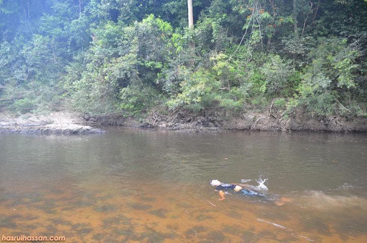 Mandi manda di Lubuk Simpon, Sungai Tahan Taman Negara Pahang