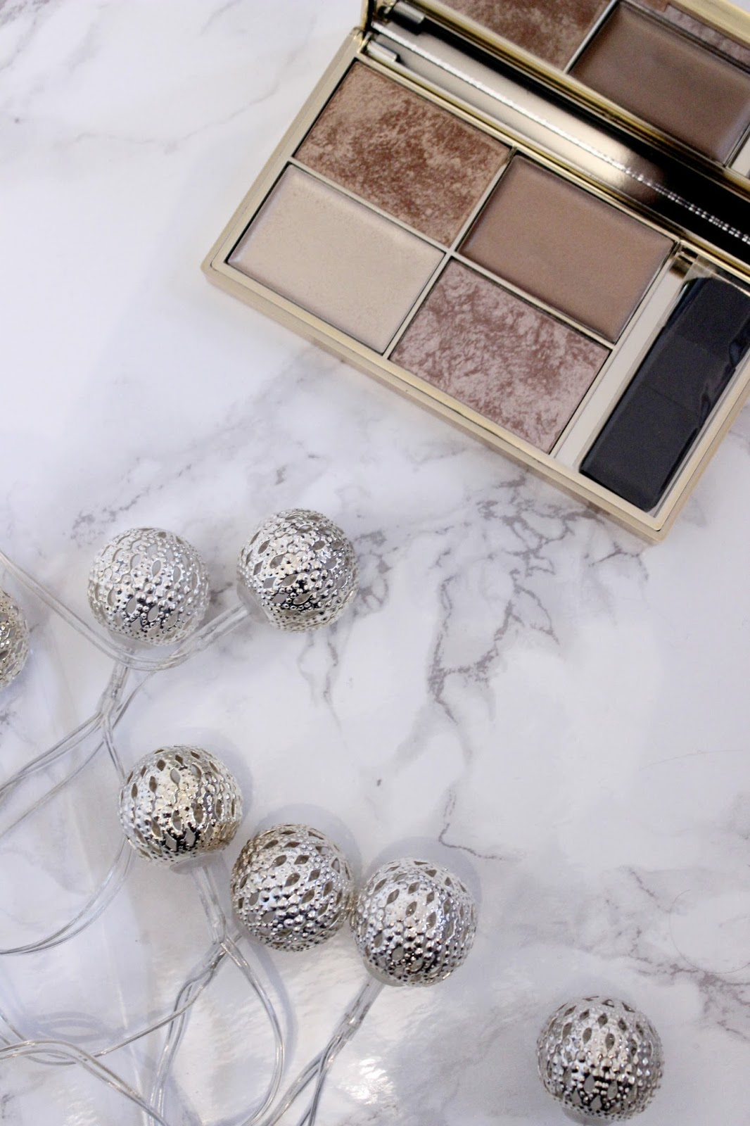 sleek_cleopatra_kiss_highlight_palette_beauty_blog_review_marble_flatlay