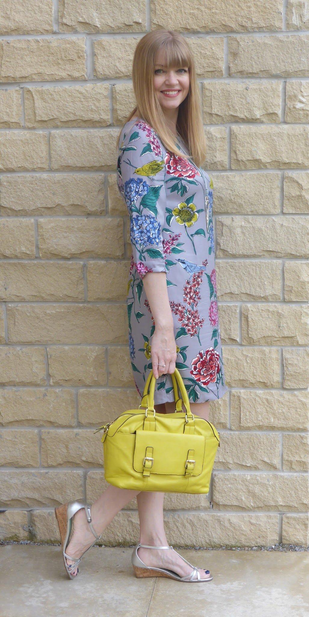What Lizzy Loves wearing Boden Eliza tunic dress with silver sandals and yellow handbag