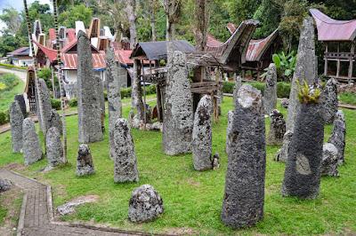 Situs Megalitik: Perbedaan Menhir, Dolmen, Sarkofagus, Waruga