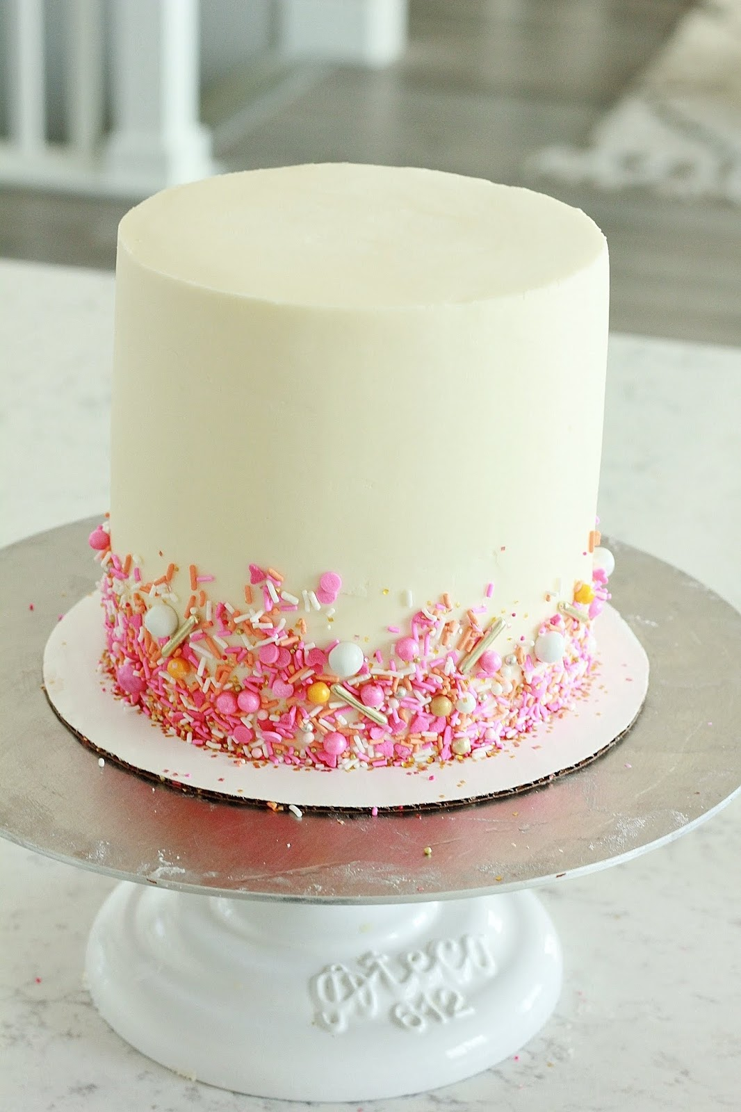 Candy Melt Daisy Cake - Baking with Blondie