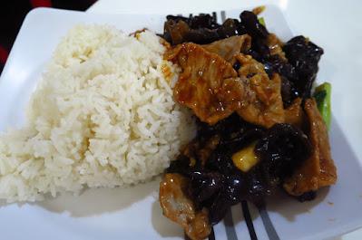 Tian Fu Ren Jia (天府人家), stir fried black fungus pork rice (木耳炒肉饭)