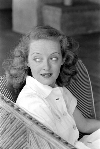 bette davis at home in beverly hills 1939 vintage everyday