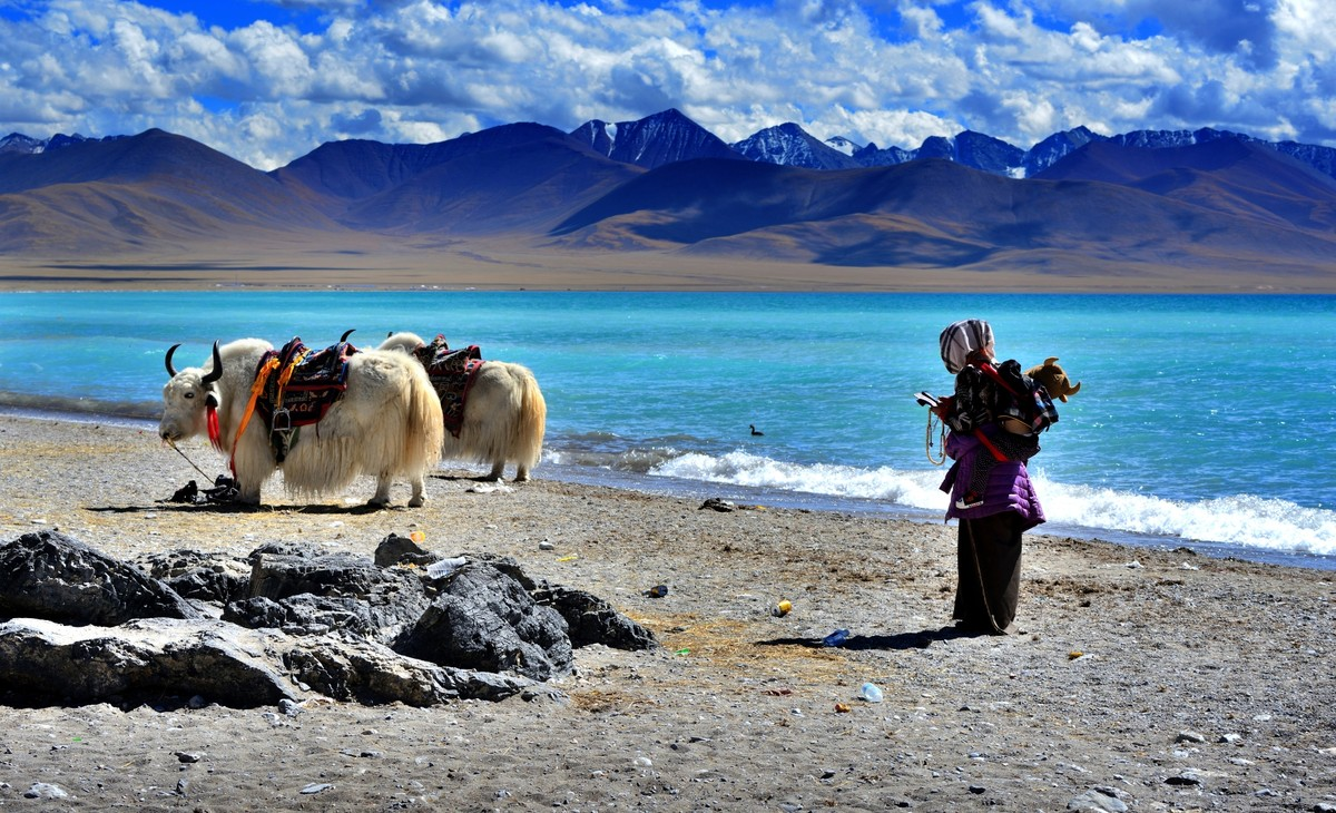 you will see beautiful landscape on an Mount Everest and Mount kailash tour