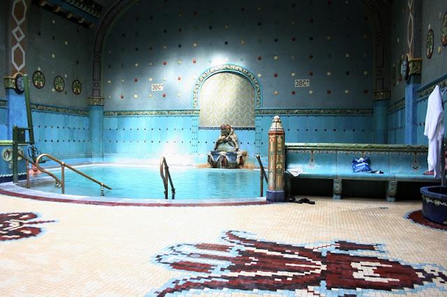 História dos banhos termais Géllert