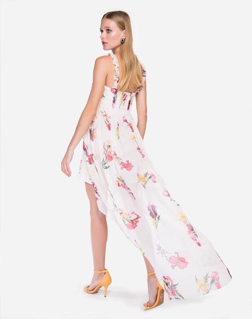 Vestido possui shape fluído, elástico no busto e alças sem ajuste