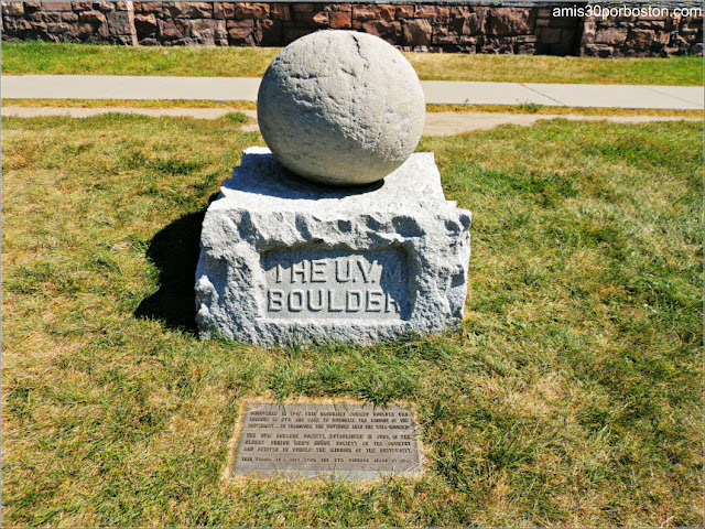 The U.V.M Boulder de la Universidad de Vermont
