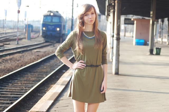 Ciemnozielona sukienka