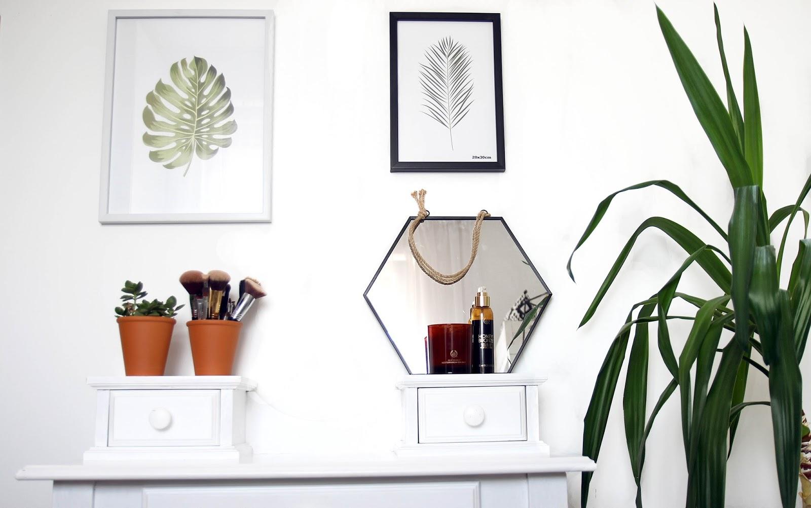 minimalist vanity