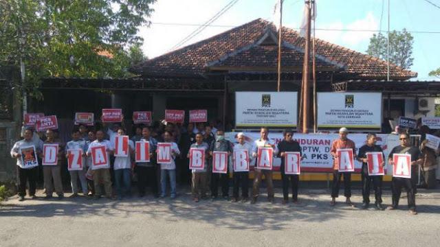 Pengurus dan Kader PKS se-Bali Mundur Massal