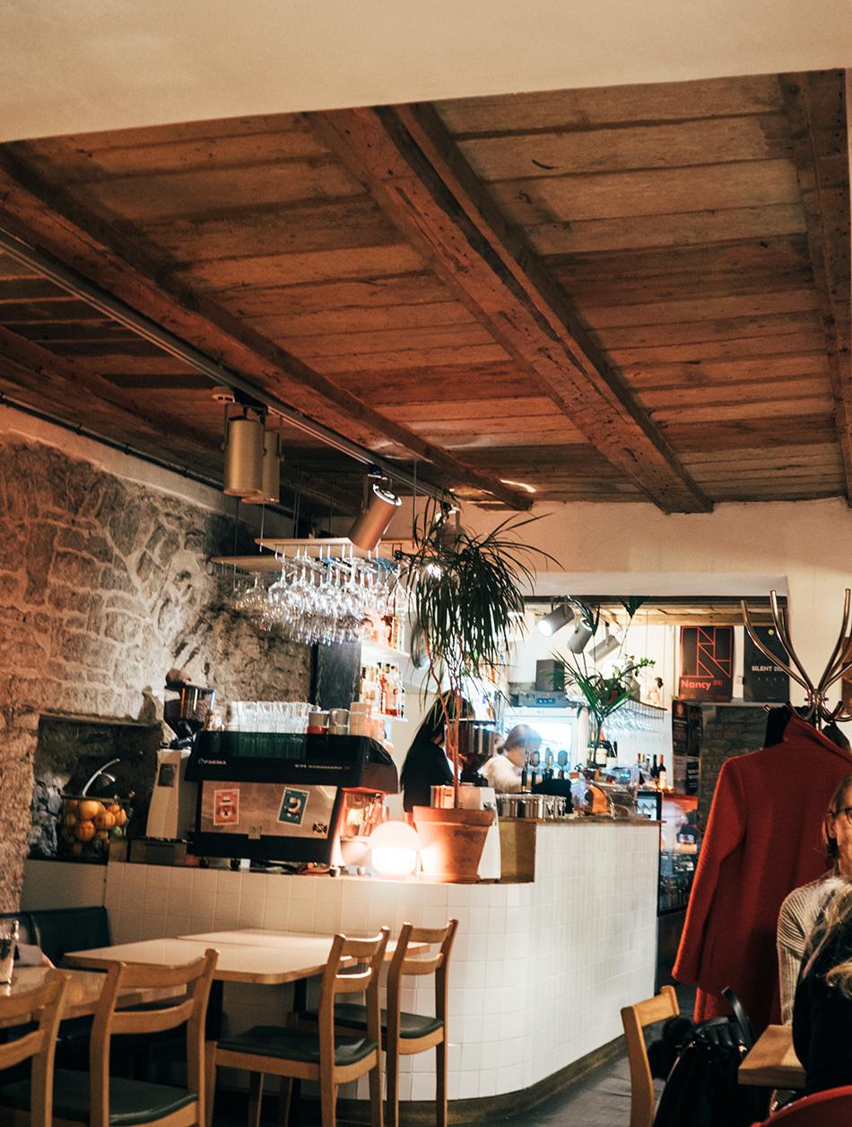 tallinna ravintola vinkki kahvila vanhakaupunki tallinn must puudel hyvä