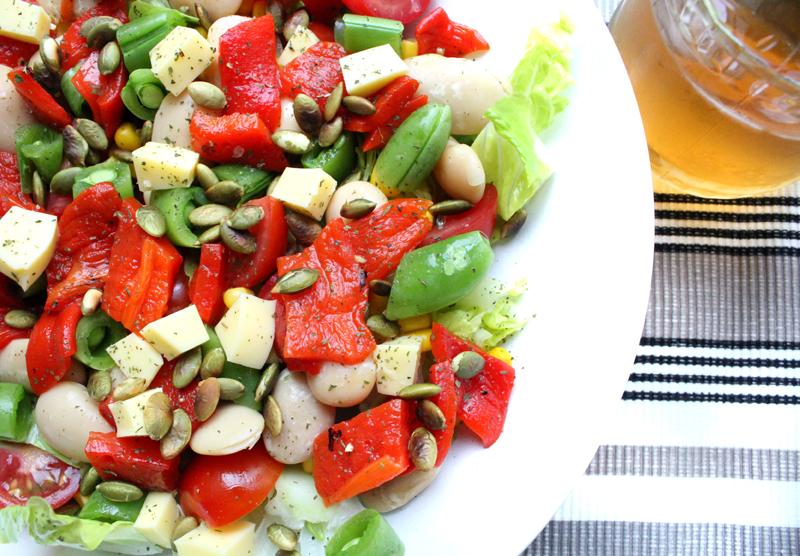 Oppskrift Mettende Salat Bønner Grillet Paprika Ristede Gresskarkjerner Violife Sunnere Lunsj Frokost