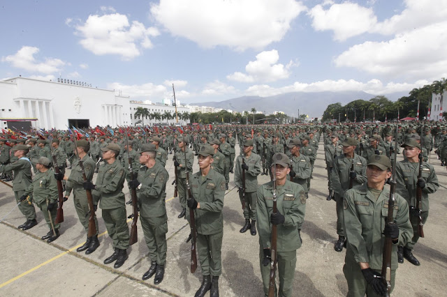 Más de 60 uniformados se apegaron a la Constitución y pasaron a territorio colombiano en apoyo a la ayuda humanitaria