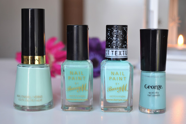 photo of Mint nail varnish for spring and summer