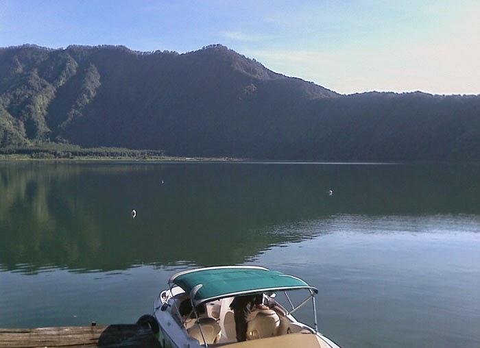 kapal boat danau beratan