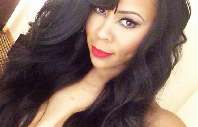 Deelishis shows off her navel scar, says she was very self-conscious about it (photos)