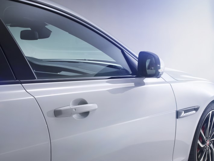 Image 2: 2016 Jaguar XF