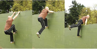 Parkours scaling a wall efficiently
