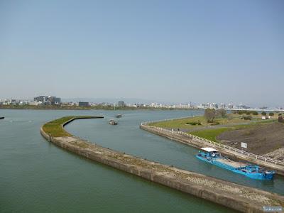 新淀川と船