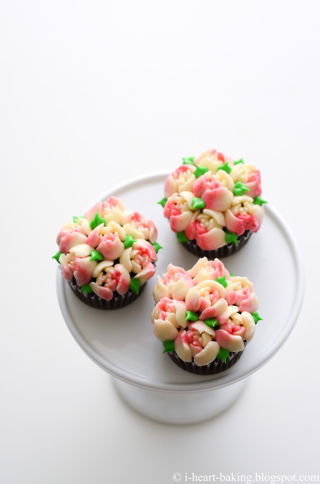 I Heart Baking Pink And White Flower Bouquet Cupcakes
