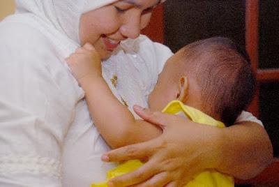 Al-Qur'an Tentang Menyusui Bayi Selama 2 Tahun