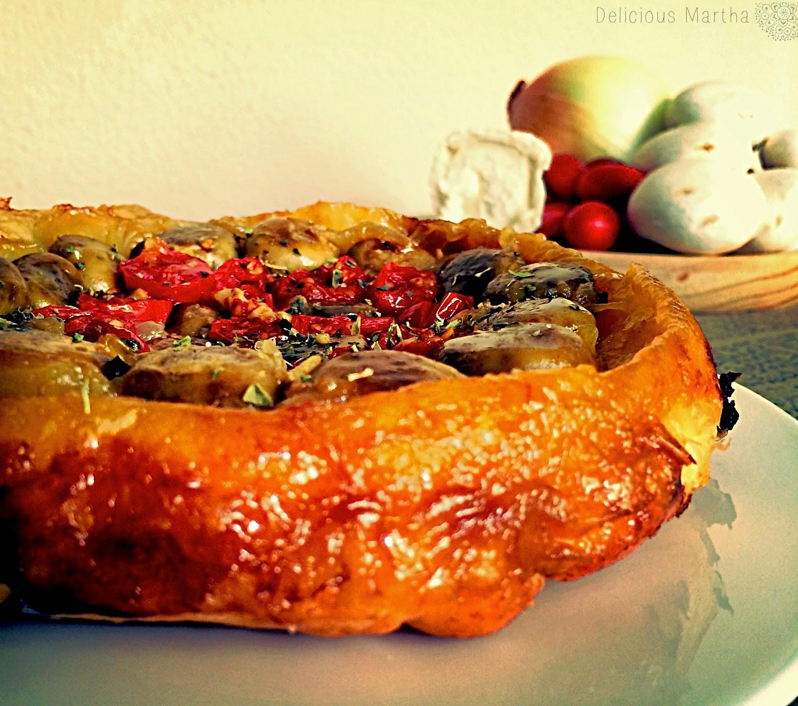 Tarta tatin de champiñones, cherrys, cebolla y queso