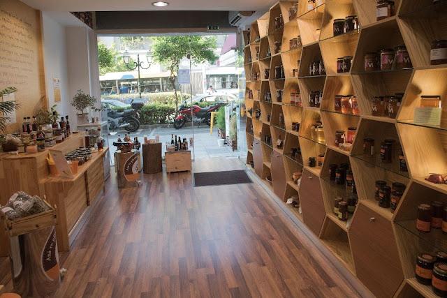 Πωλούνται έπιπλα και εξοπλισμός επιχείρησης μελιού και βιολογικών προϊόντων photos
