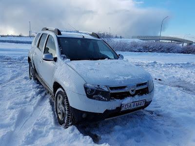Coche de alquiler para conducir en Islandia en invierno