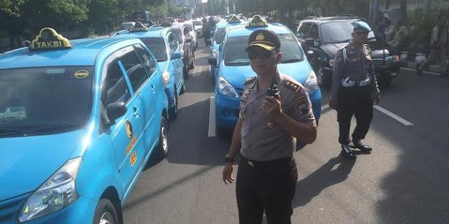 Protes Soal Taksi Online, Ratusan Taksi di Solo Mogok