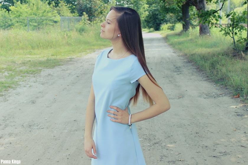 ☼ Blue dress.