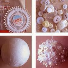 collage pallina natale polistirolo e bottoni