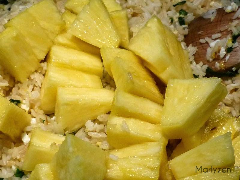 Ajoutez les morceaux d'ananas.