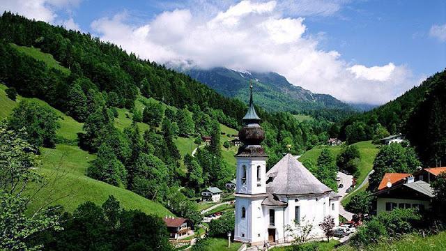 Renungan: Antara Gereja dan Negara (Roma 13:1-7)