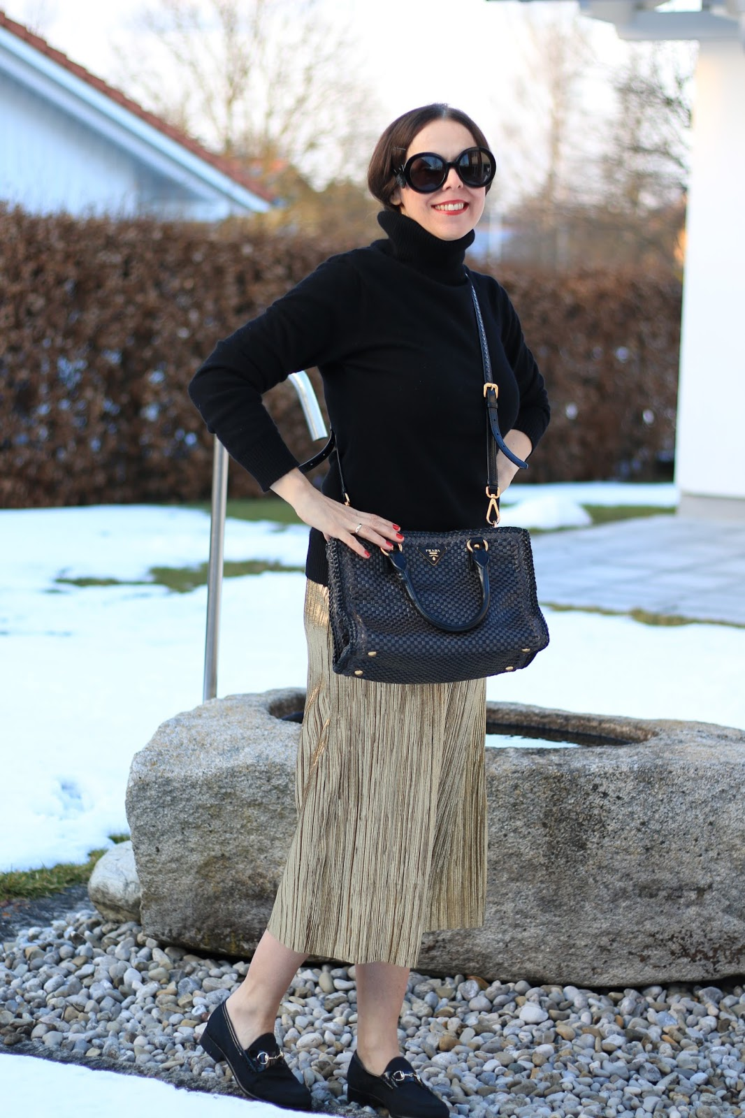 Outfit pleated skirt with sweater