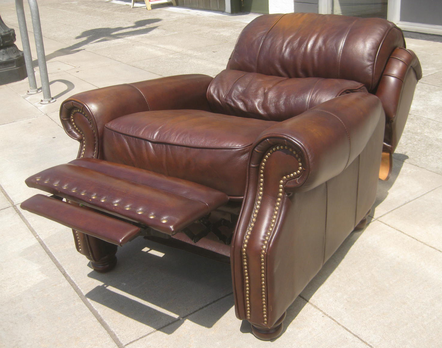 UHURU FURNITURE & COLLECTIBLES: SOLD - La-Z-Boy Leather ...