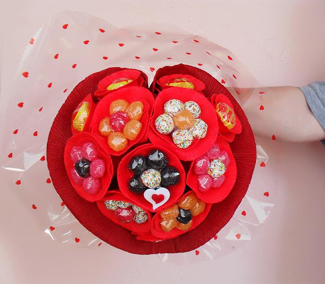 ramo para o dia dos namorados com gomas e chocolates