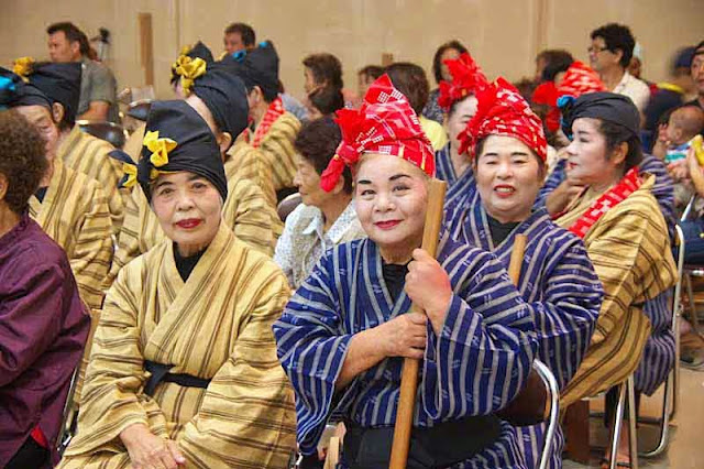 women in traditional clothing, Ryukyu dance