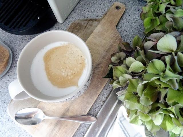 Ruuhkavuodet, kahvi, aamukahvi, kahvihetki, lapsiperhe, arki, koti, kodinsisustaminen, äitiys, oma aika, Nespresso Inisia, Anno collecction Aamu kivi muki