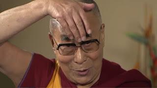 Il Dalai Lama scimmiotta Donald Trump - Video