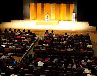 講演会講師・三遊亭楽春の笑いは健康の良薬講演会の風景。