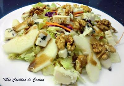 http://www.miscosillasdecocina.com/2012/09/ensalada-de-peras-con-roquefort-y-nueces.html