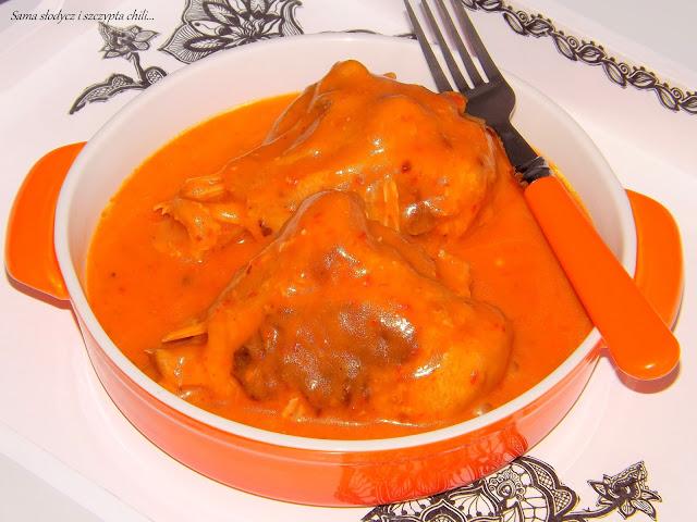 Golonki z indyka w sosie pomidorowym.