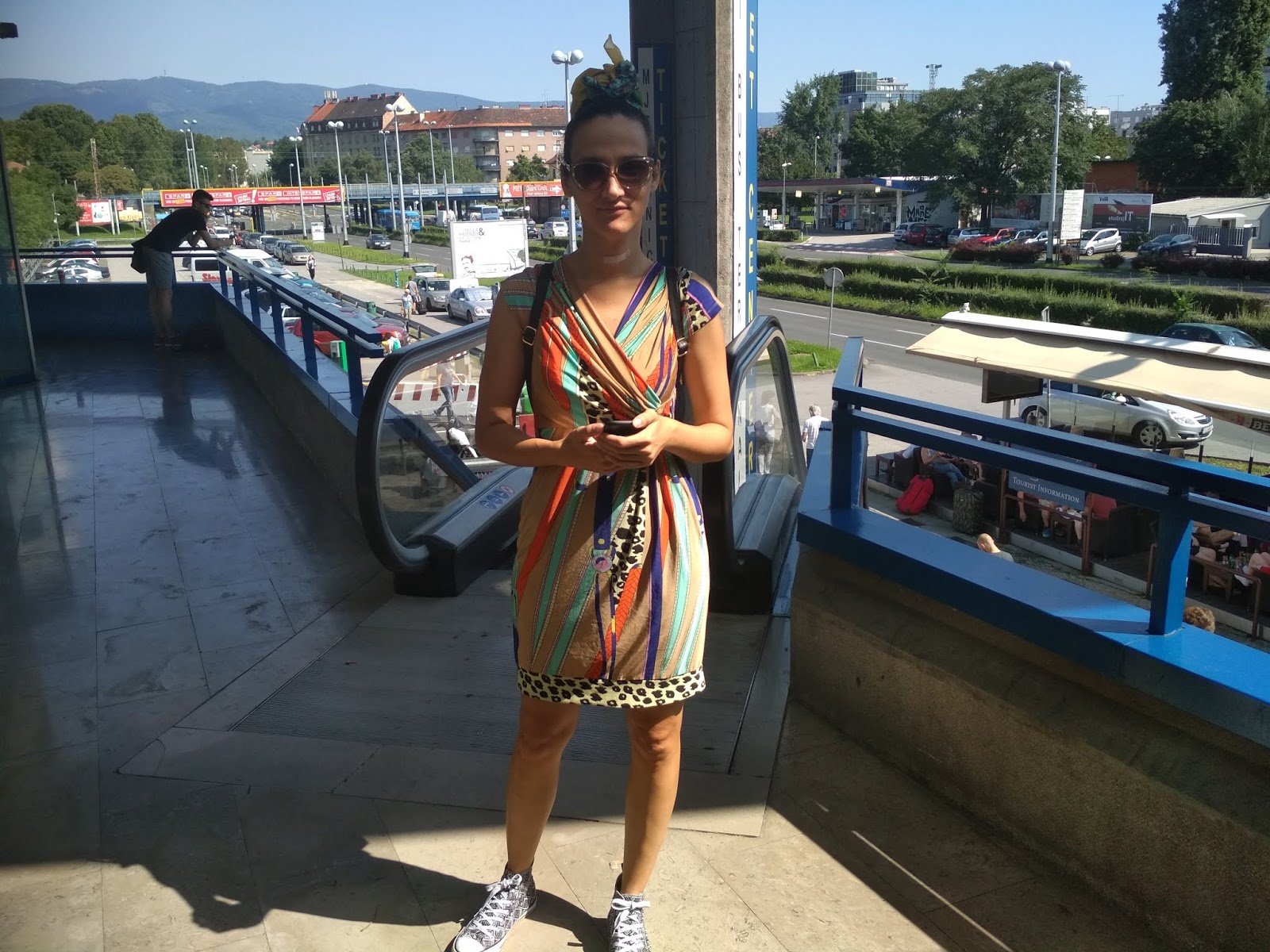 What To Wear When Travelling? A Printed Dress Worn With Sneakers (Travel Outfit Proposal)
